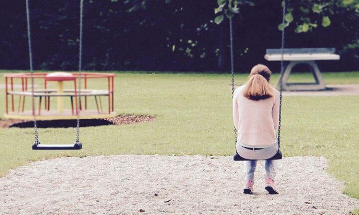 Mädchen allein