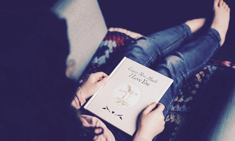 girl reading love book