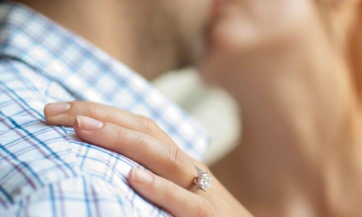 Rüyada İlk Eski Sevgilinin Yeni Sevgilisiyle Mesajlarını Görmek
