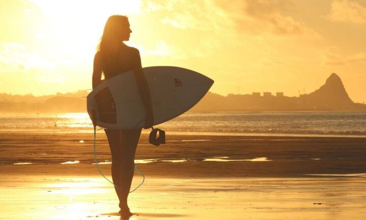 smart girl surfing
